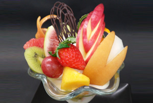 フルーツたっぷりパフェ